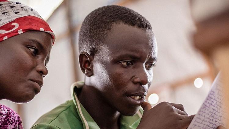 República Democrática del Congo: restablecer el contacto entre los refugiados de Burundi y sus familiares
