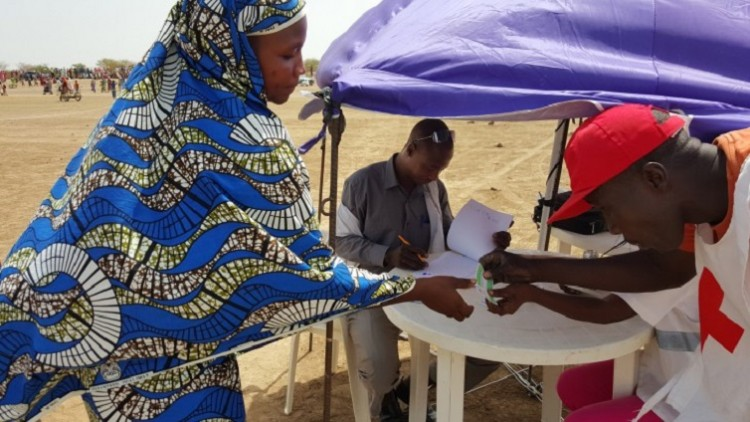Camarões: Fadimatou recebe ajuda vital depois de fugir do conflito no norte do país