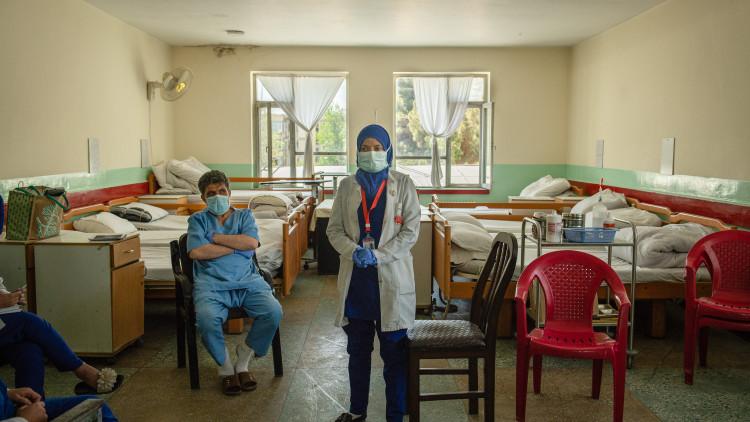 Афганистан: рост насилия в отношении медработников в разгар COVID-19 угрожает жизни миллионов