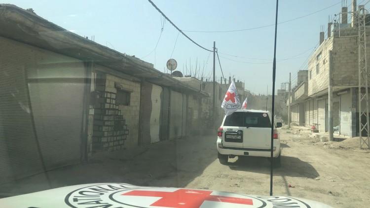 إيصال المساعدات الإنسانية إلى الغوطة الشرقية.. بارقة أمل
