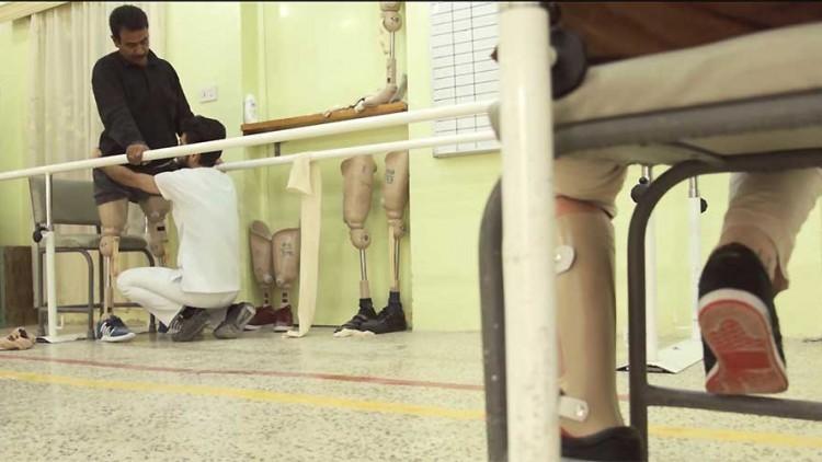 伊拉克肢残人士重新站立 对抗万难