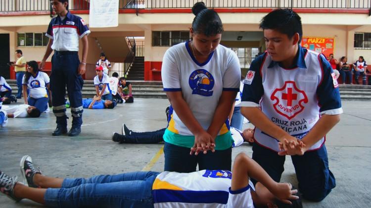 Formación en primeros auxilios en comunidades escolares de México