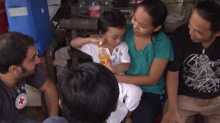 الفلبين: طفل يعود إلى أحضان والديه المحتجزَيْن بعد ثلاث سنوات