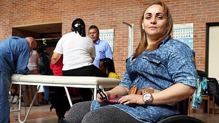 La discapacidad está en el entorno, no en mí: usuaria de silla de ruedas en Colombia