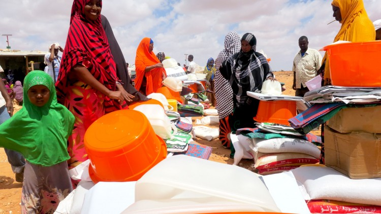 ICRC delivers emergency food to displaced people