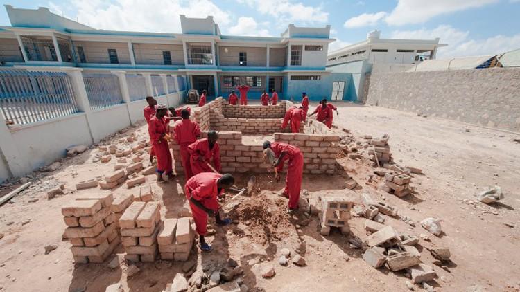 Сомали: как добиться более эффективной реинтеграции заключенных в общество