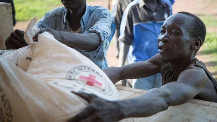المساعدات العاجلة للفارين من الحرب