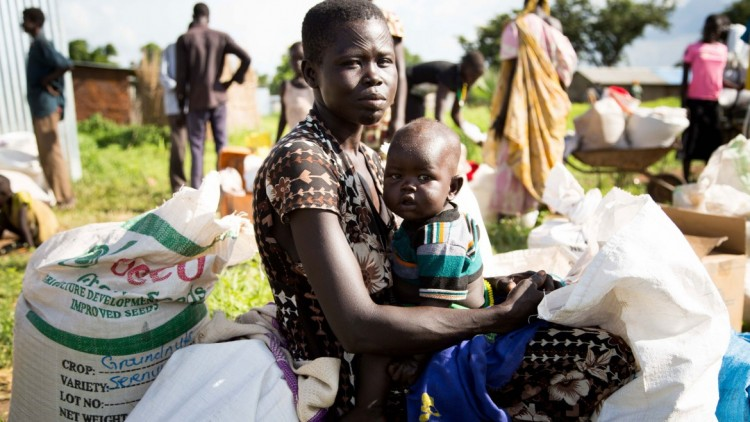 Alimentos y semillas traen sonrisas a los niños de Sudán del Sur