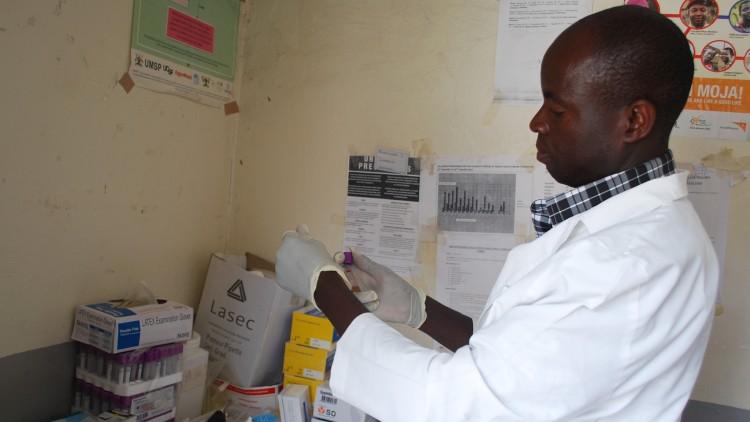 Ouganda : lorsqu'un panneau solaire permet de sauver des vies