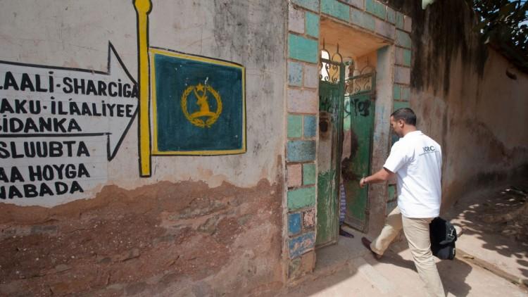 Oeuvrer au respect de la dignité humaine dans le conflit