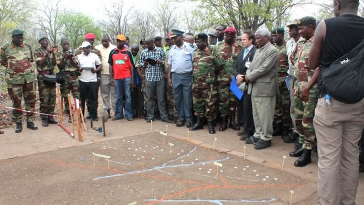 Zimbábue: como é viver com terror a um inimigo invisível