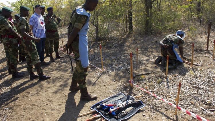 武装部队、警察与武器污染