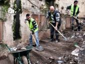 来自贾巴穆森和巴卜-泰贝奈街区的男子参加了红十字国际委员会在黎巴嫩北部的黎波里开展的以工代赈项目。