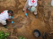 Forenses do CICV recuperam os resto de duas pessoas reportadas como desaparecidas em 2009. ©CICV / A.S.Linder