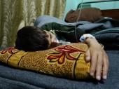 Каиз Каддор страдает от врожденного порока сердца и недавно заболел пневмонией. Специализированное лечение ему недоступно.