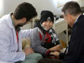 President Maurer was impressed by the courage of this little boy receiving treatment at ICRC's Weapon Traumatology Center (WTTC)