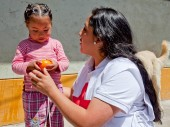 En el marco del Programa Integral Nacional para el Bienestar Familiar, la CRP ofrece desayunos a los niños de Huamanga.