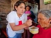 La filial de Ayacucho de la Cruz Roja Peruana brinda apoyo en el asilo de Huamanga.