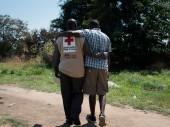 يساعد الصليب الأحمر لجنوب السودان  على إنشاء وتدريب وتجهيز طواقم الإغاثة العاجلة في جنوب السودان منذ عام 2008.
