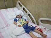 阿勒颇医院。一个小男孩正在接受伤口处理。