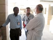 ICRC and SARC staff speaking to a doctor at Qamishly hospital  / CC BY-NC-ND/ ICRC