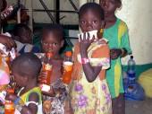 坦桑尼亚,基戈马。孩子们乘船从卡贡加村前往基戈马镇。 CC BY-NC-ND/ICRC/L. Kamau