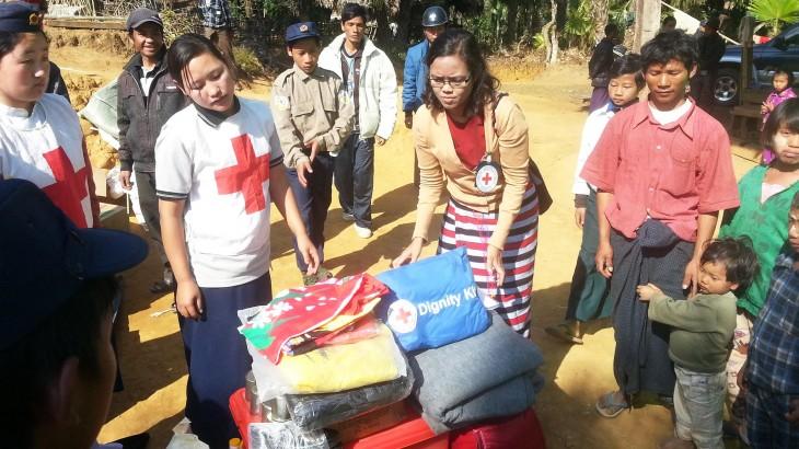 缅甸:女性帮助受武装冲突影响的女性