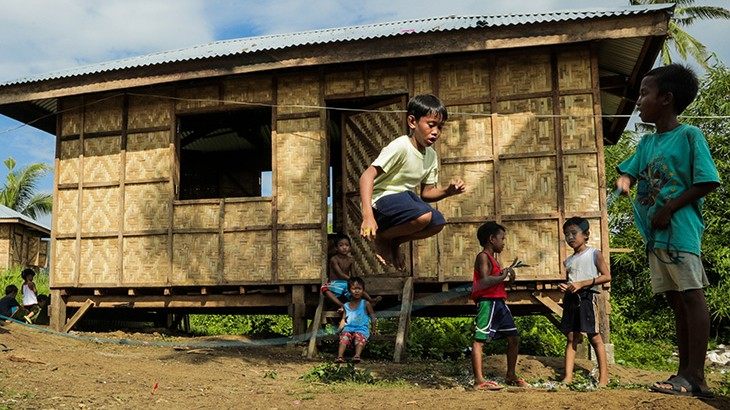 Philippines: New and safer homes for thousands of Haiyan survivors