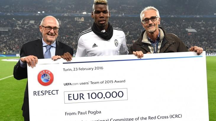 Paul Pogba presenta cheque de 100.000 euros al CICR en nombre de la UEFA