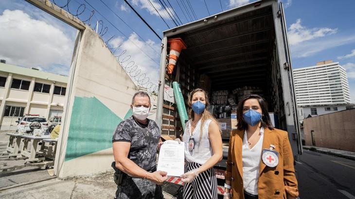 COVID-19: el CICR dona, al sistema penitenciario de Ceará, máquinas e insumos para producir 44 mil mascarillas