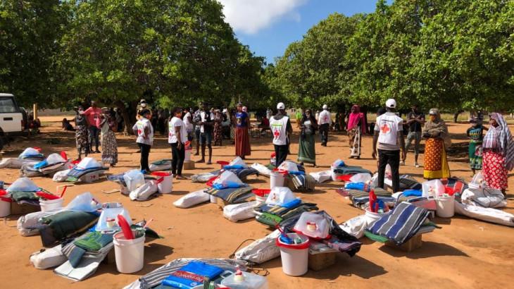 莫桑比克:家家户户逃离攻击,在新冠肺炎疫情重灾区避难;国内最大的治疗中心于今日开始运作