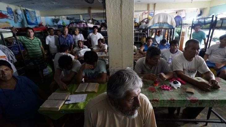 Perú: autoridades debaten la eficacia de medidas para reducir hacinamiento y mejoras en el sistema carcelario