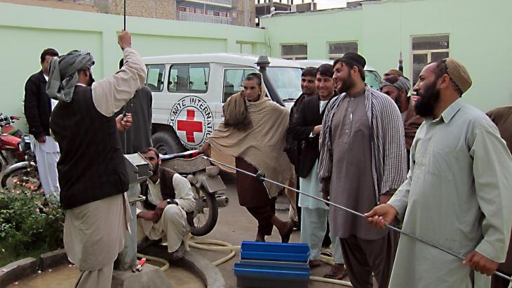 阿富汗:红十字国际委员会培训社区居民管理供水系统