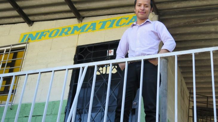 Joven programador desarrolla su talento en una de las zonas más difíciles de El Salvador