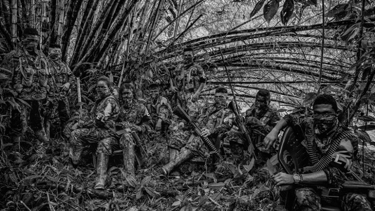 胡安·阿雷东多凭哥伦比亚儿童与冲突新闻摄影作品荣获人道新闻摄影金奖
