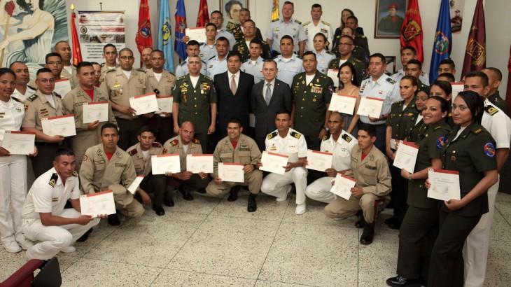 Venezuela: curso de padrões internacionais para uso da força