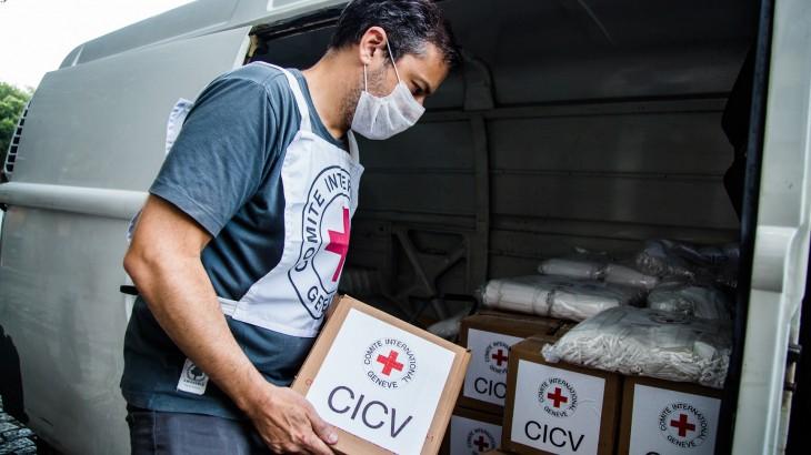 Brasil: CICV doa EPIs a áreas de Saúde e Educação e maquinário ao sistema prisional do Rio de Janeiro