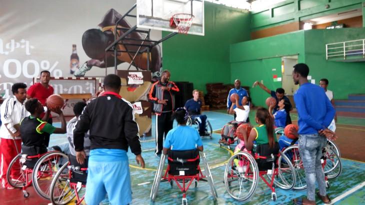 埃塞俄比亚:轮椅篮球专家帮助运动员、教练员提升专业能力
