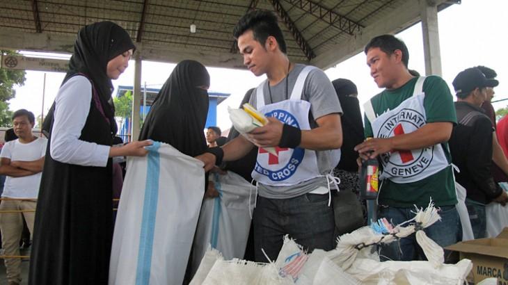 Филиппины: 7000 эвакуированных людей, отрезанных от мира из-за боев в Марави, получили гуманитарную помощь