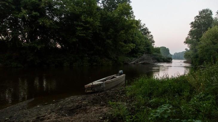 埃夫罗斯的悲剧:渡河前往希腊的危险之旅