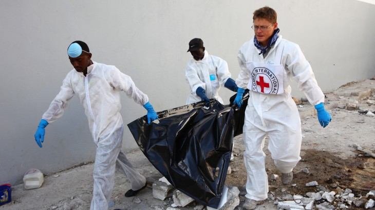 تحديد هوية أصحاب الجثث: لِم تعزز اللجنة الدولية للصليب الأحمر خبرتها في الطب الشرعي في أفريقيا؟