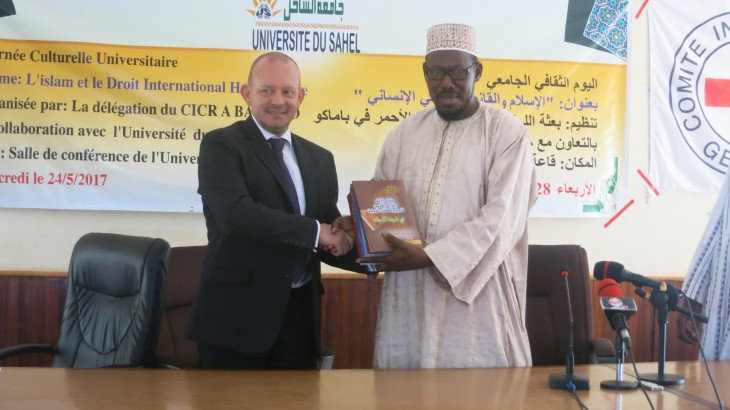 Mali: Arabic IHL library given to Université privée du Sahel