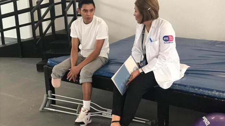 México: alianza entre centro de rehabilitación de Guanajuato y el CICR para asistir a personas migrantes amputadas