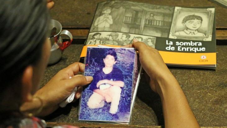 Comic sobre desaparición en Colombia llega a manos de los protagonistas de la historia