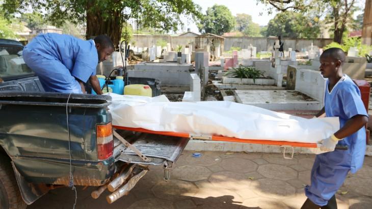 La Cruz Roja y la Media Luna Roja denuncian la continua violencia contra  los voluntarios que se esfuerzan por detener la propagación del ébola
