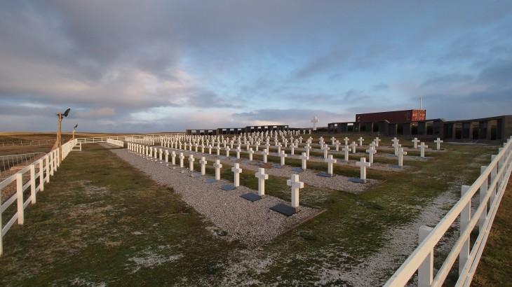 Islas Falkland/Malvinas: hoy comienza la identificación forense de soldados argentinos sepultados en el cementerio de Darwin