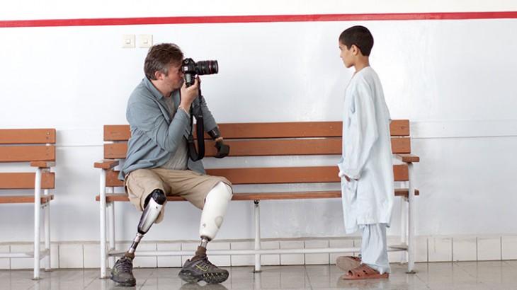 """我的观点:摄影记者贾尔斯·杜利看""""战争与人"""""""