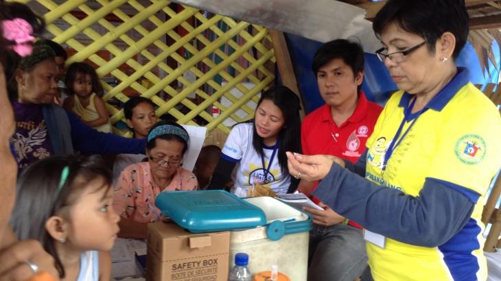 Philippines: Displaced children in Zamboanga immunized
