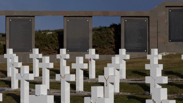 福克兰/马尔维纳斯群岛:阿根廷士兵遗体的实地法医辨认工作结束