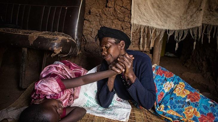 """""""我看得出她们得到了爱""""——一名摄影记者与两名卢旺达孤儿重逢"""